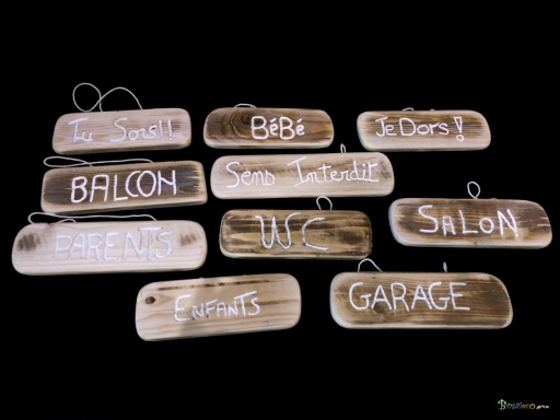 https://www.bogaleco.com / Engraved wooden hanger